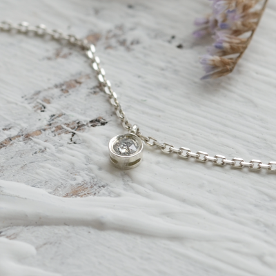 Gold bezel salt´n´pepper diamond pendant ISLEEN