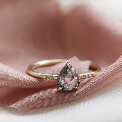 Elegant ring with pear salt and pepper diamond and side diamonds CILLIAN