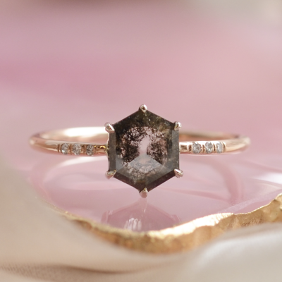 Gold ring with hexagon salt and pepper diamond COLLEEN