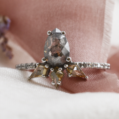 Luxury gold ring with salt´n´pepper and fancy diamonds CROWNIA