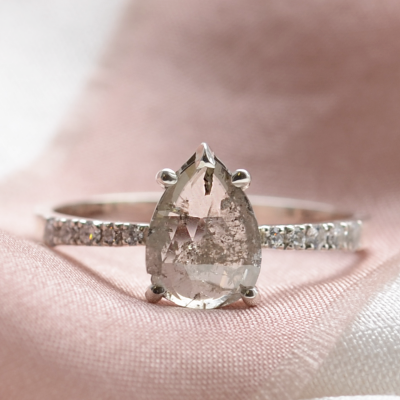 Gold vintage ring with salt and pepper diamond EIMMEAR