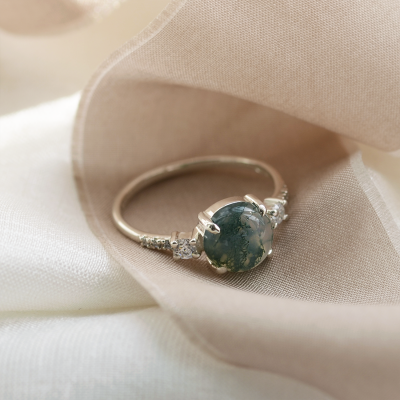 Gold ring with cabochon moss agate and diamonds FIONNUALA