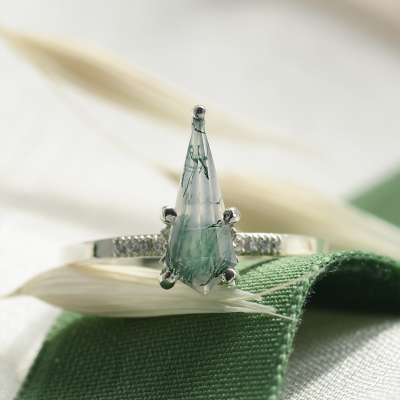 Exclusive kite moss agate ring with diamonds INA