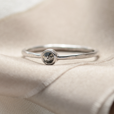 Minimalist bezel salt´n´pepper ring IONA