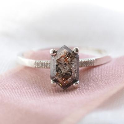Gold ring with hexagon salt´n´pepper diamond NIAMH