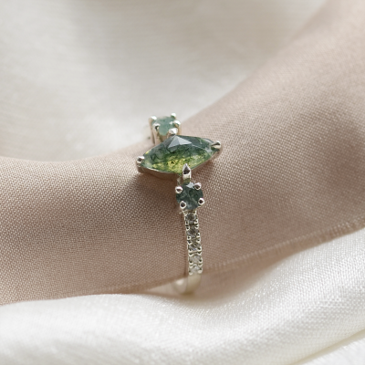 Vintage moss agate ring with side diamonds in solid gold OSCAR