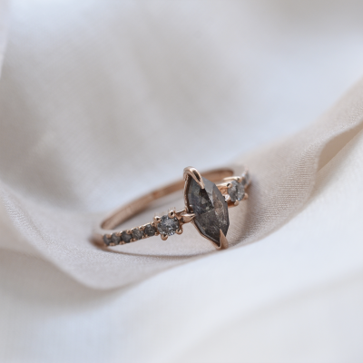 Vintage gold ring with salt and pepper diamonds ROISIN