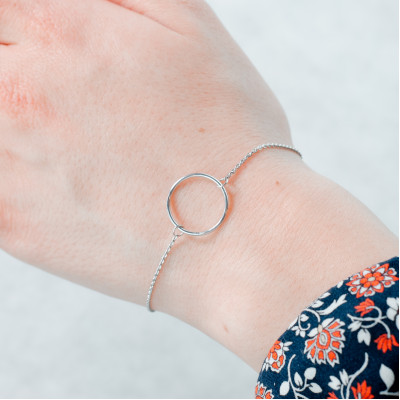 Minimalist gold bracelet with a circle KARME