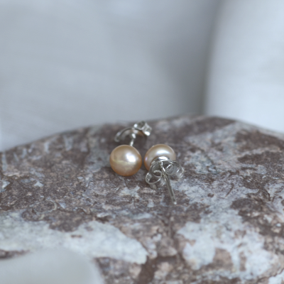 Stud pearl earrings QIANA