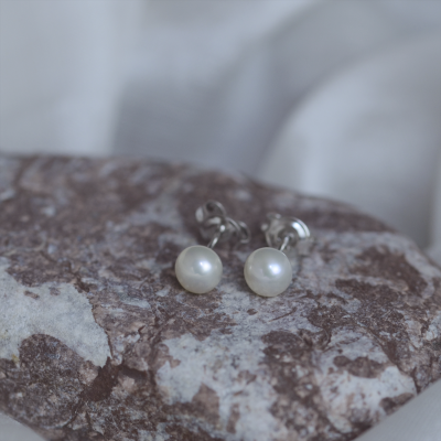 Stud pearl earrings QIANA