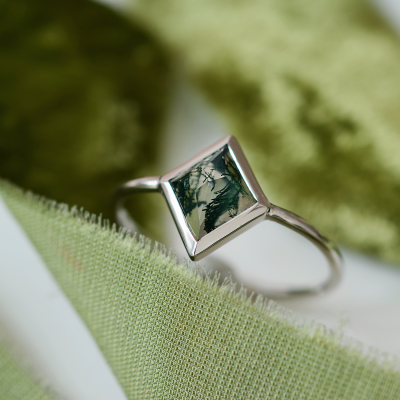 Gold ring with moss agate AUGUSTA