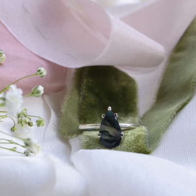 Gold ring with pear moss agate BERT