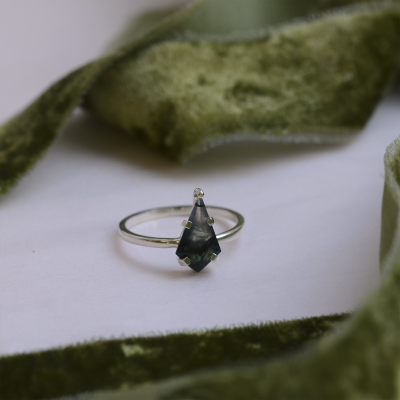 Gold ring with moss agate SAMUNA