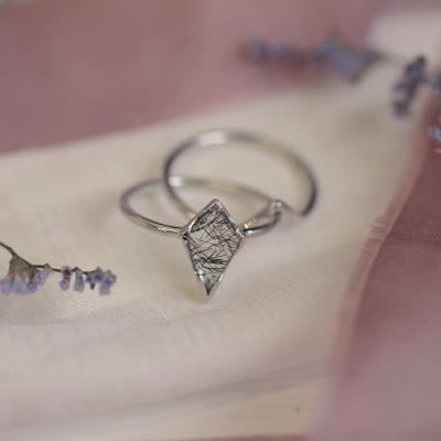 Gold ring set with quartz BUNO