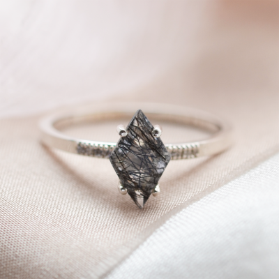 Gold ring with kite rutilated quartz and diamonds ESTER