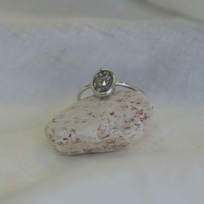 BONNIE gold ring with salt and pepper diamond 0.54 ct