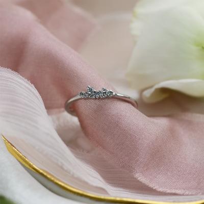 Zlatý minimalistický prstýnek s diamanty salt and pepper CLUSTER