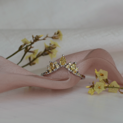 Gold ring with fancy diamonds FIERIA