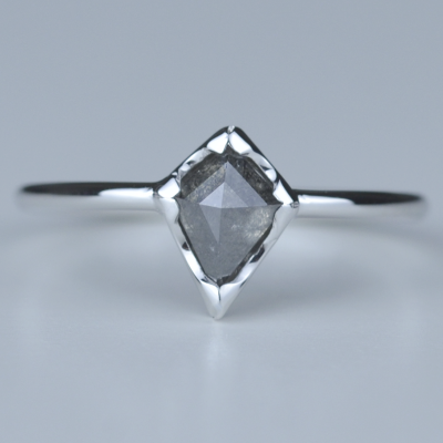 JANE gold diamond  0.89ct ring in an authentic cut
