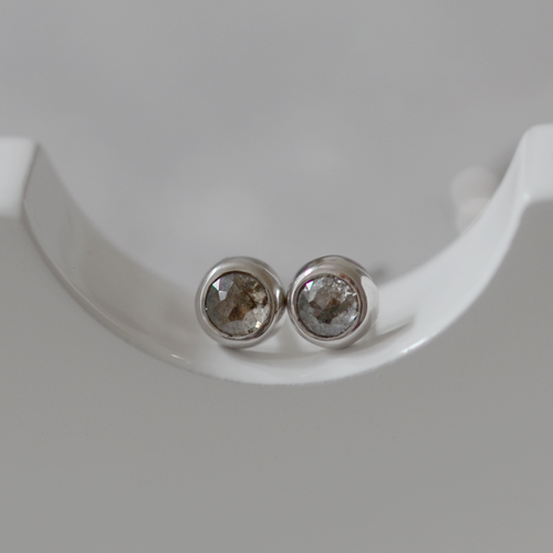 Minimalist gold earrings with salt and pepper diamonds LOLI