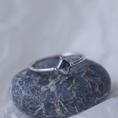 Zlatý prsten s diamantem salt and pepper 0.38ct ve velmi originálním osazení MELLI