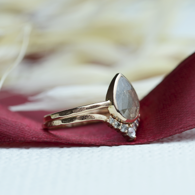 Salt and pepper curved ring WENDY