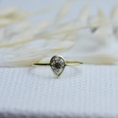 Minimalist gold ring with salt and pepper diamond 0.52ct REED