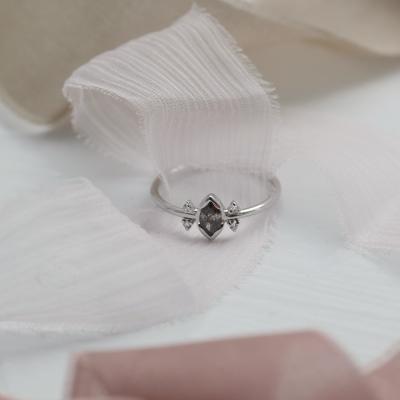 Zlatý prsten s diamantem salt and pepper 0.2ct SABI