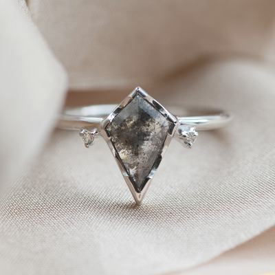 SALLY gold ring with salt and pepper diamond