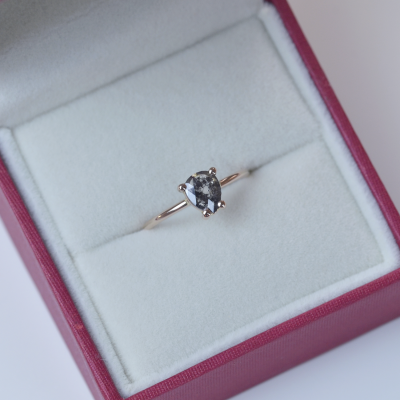 Gold ring with salt and pepper diamond 0.50ct ESSO