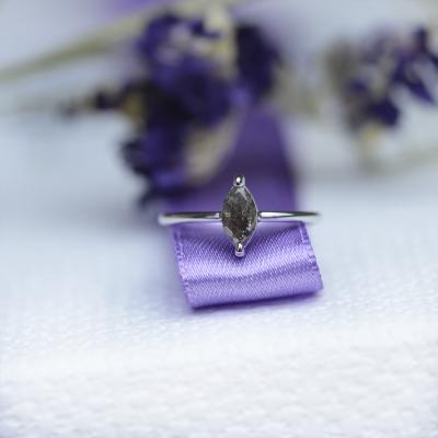 UNQE Zlatý prsten s diamantem 0.63 Ct
