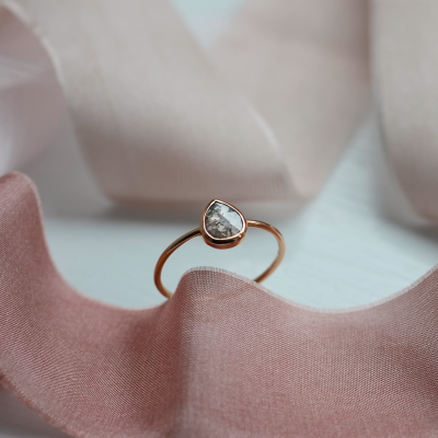 Minimalist gold ring with salt and pepper diamond 0.39ct XENIA