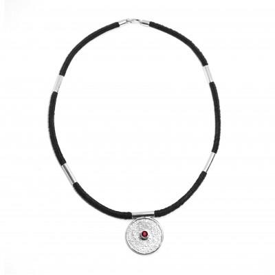 Jedinečný náhrdelník ve stylu mayského kalendáře s českým granátem