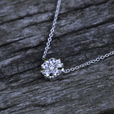 Zlatý přívěsek-talisman s diamanty ASILI