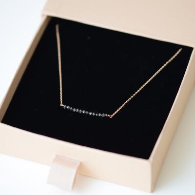Zlatý řetízek s diamanty GABI - stylový doplněk stvořený pro Váš večer