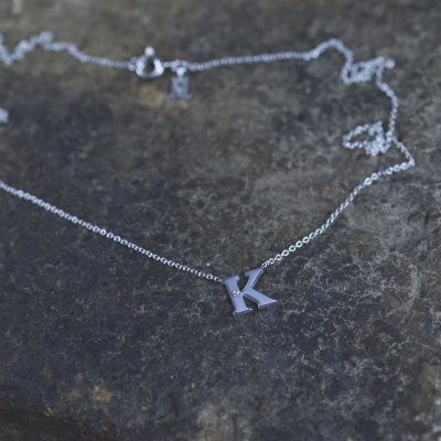 Zlatý náhrdelník s písmenkem a diamantem VERTE