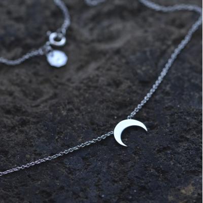 VITKE crescent-shape silver necklace