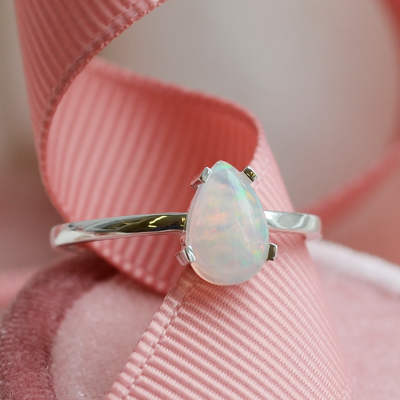 Gold ring with opal BERTA