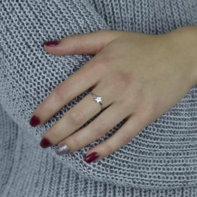 Minimalistický stříbrný prsten ve tvaru hvězdy s diamantem BETTY