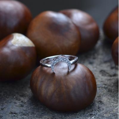 Originální zlatý prsten DISI ve tvaru půlměsíce