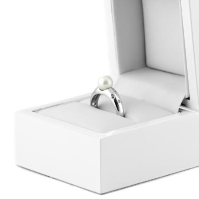 Pearl ring with diamonds DOKKA