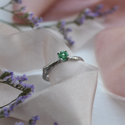 Gold ring with emerald 0.36ct DREM