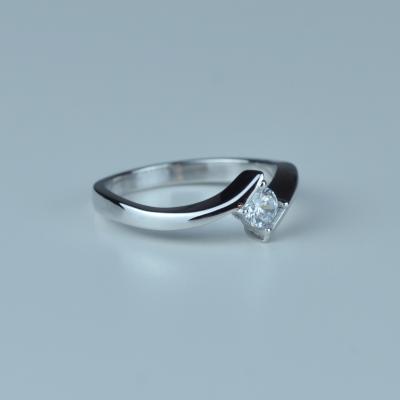 Luxusní zlatý zásnubní prsten s diamantem GRESE