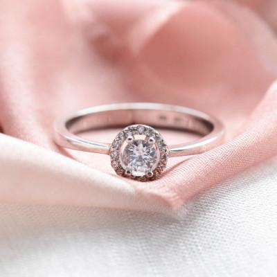 Zlatý zásnubní halo prsten s diamanty HALOY