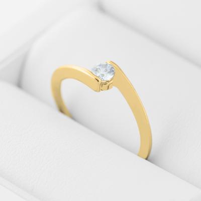 Originální zásnubní prsten s diamantem HELSE