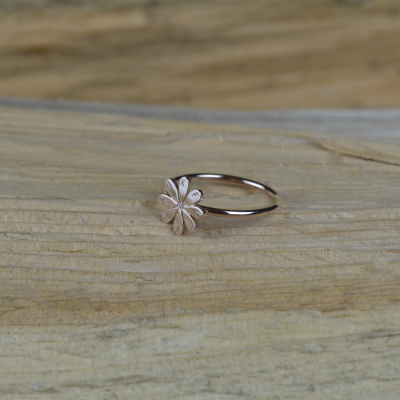 Gold ring with a diamond and engraving LEXI