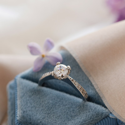Gold ring with diamonds LOTE