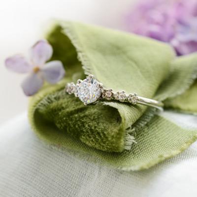 Zásnubní zlatý prsten s moissanitem 0.5ct a diamanty MISI