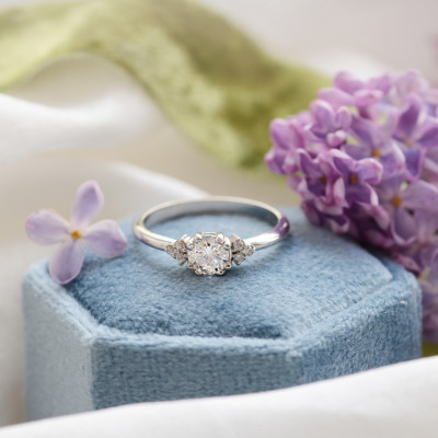 Gold engagement ring with diamonds MONYS