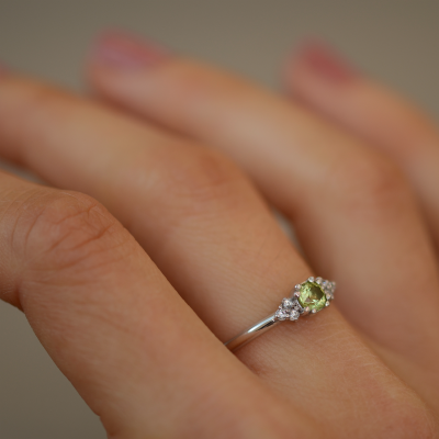 Gold ring with peridot and diamonds MONNY